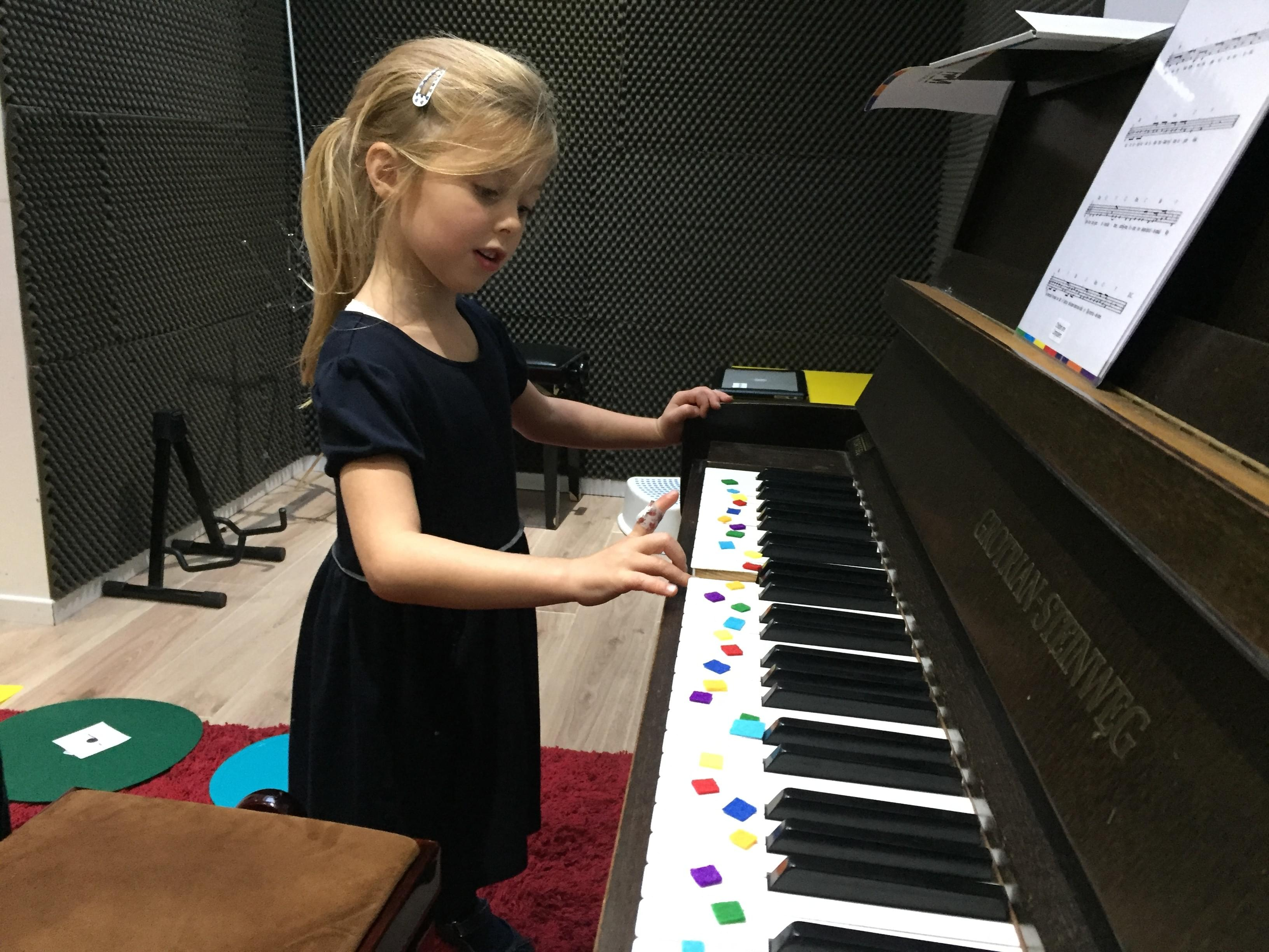 https://www.childrenarecomposers.com/familyawjl6zzpA3bVq40d